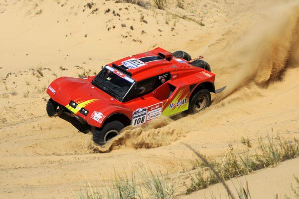 2 Buggys au Silk Way Rally